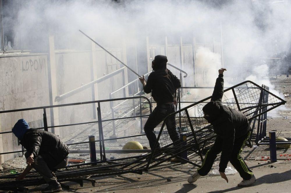 NAPAD NA SRPSKU: Organizatori protesta nabavljaju oružje i spremaju nasilnu unitarizaciju BiH!