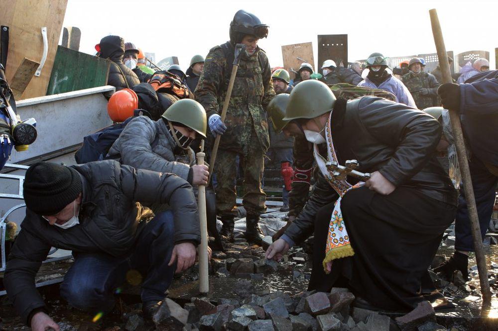 NASTAVLAJU SE BORBE U UKRAJINI: Petoro mrtvih, u Donjecku ne prestaju napadi