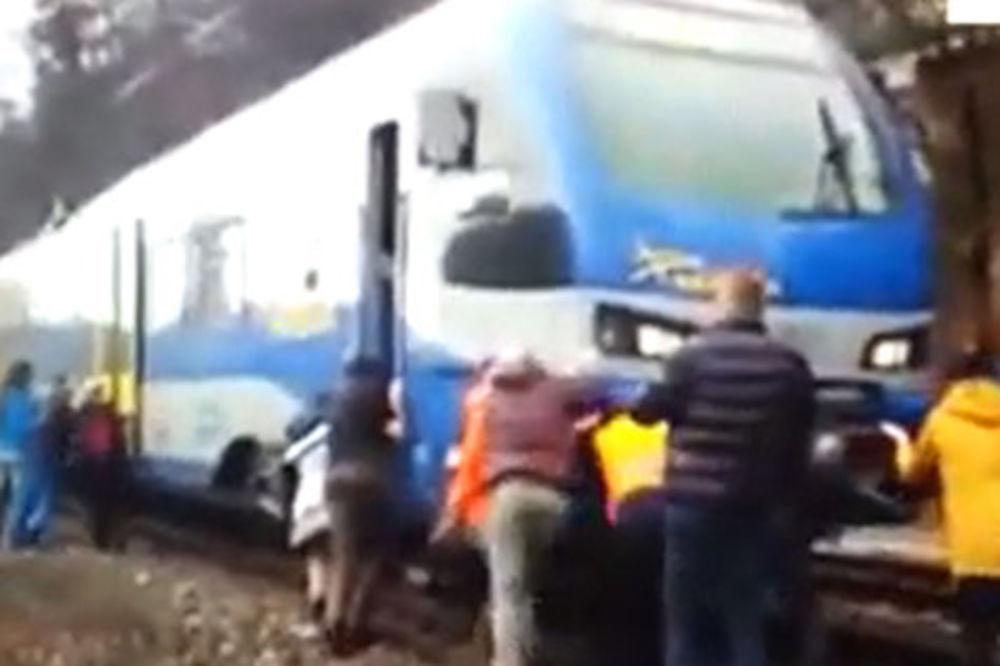 UMALO DA IZGINU ZBOG SNEŠKA: Mašinovođa jedva zaustavio voz da ne bi udarili u snežnu gromadu!