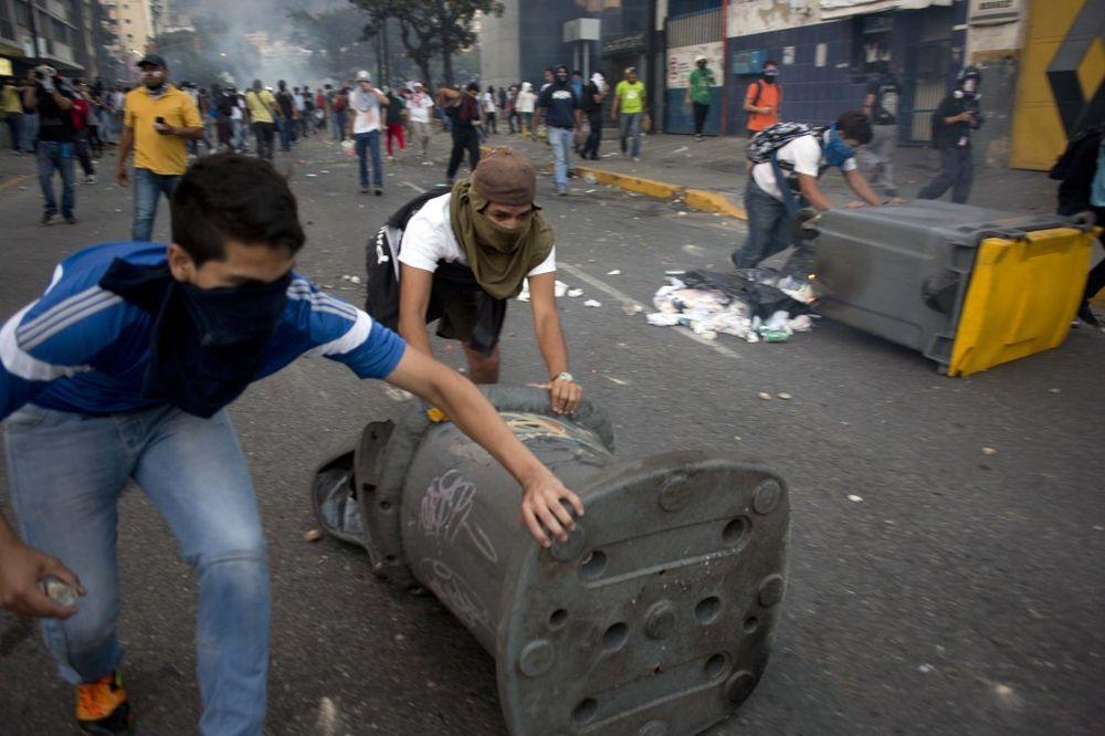 KRV NA ULICAMA KARAKASA: Još troje mrtvih na protestima u Venecueli!