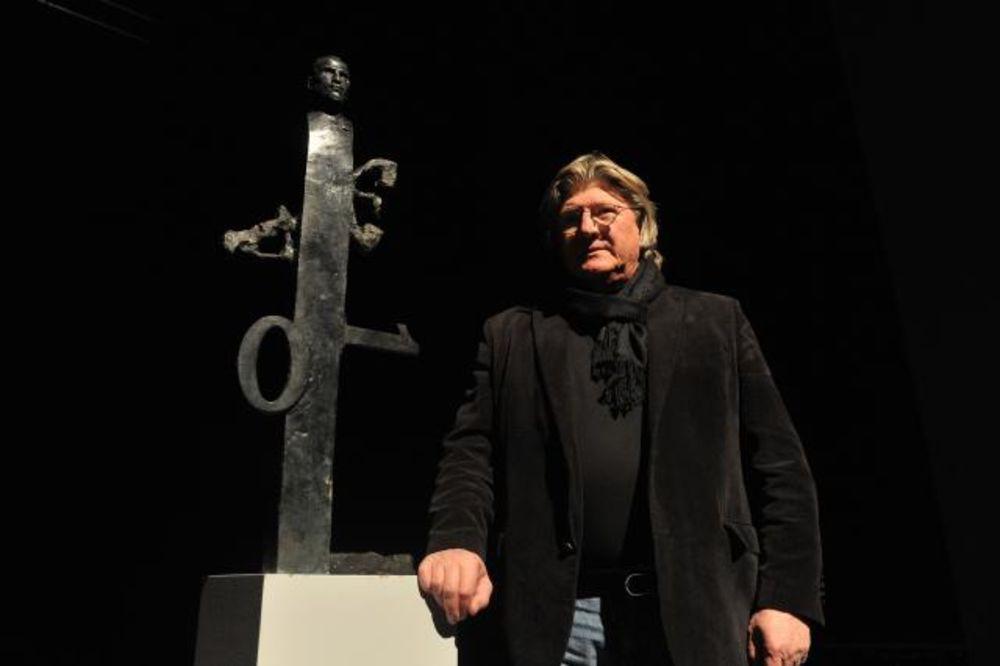 Dragan Radenovic  Dragan-radenovic-sa-skulpturom-stiva-dzobsa-1393275417-451159