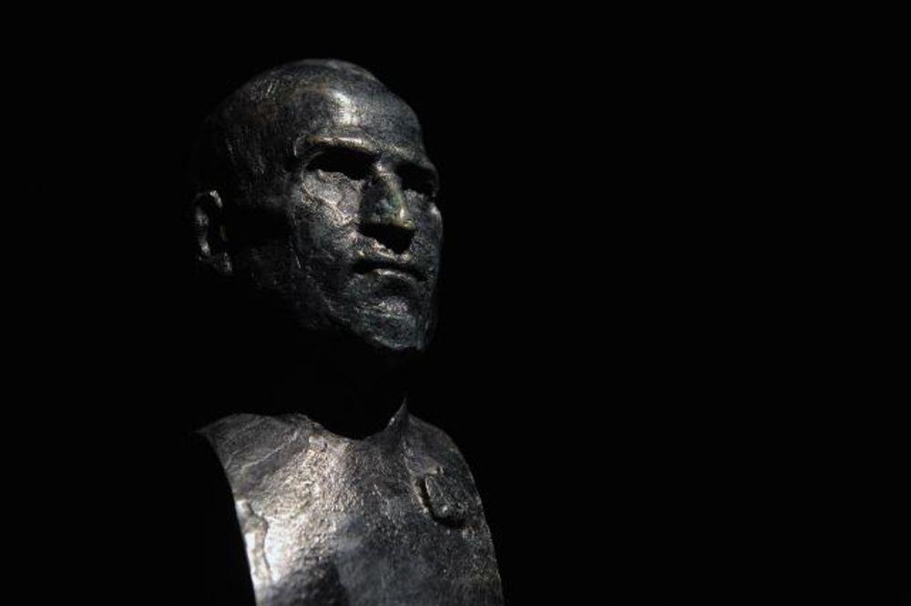 Dragan Radenovic  Stiv-dzobs-skulptura-napravljena-u-beogradu-1393275553-451163