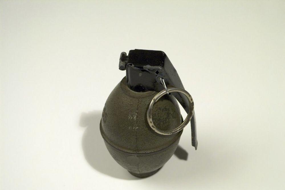 ŠOK U ČAČKU: Kopao u svojoj bašti, iskopao ručnu bombu!
