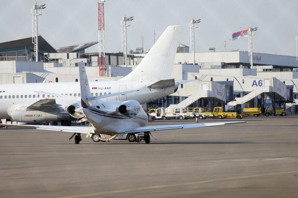 U SRBIJU SA 95 METAKA: Uhapšen Amerikanac na beogradskom aerodromu!