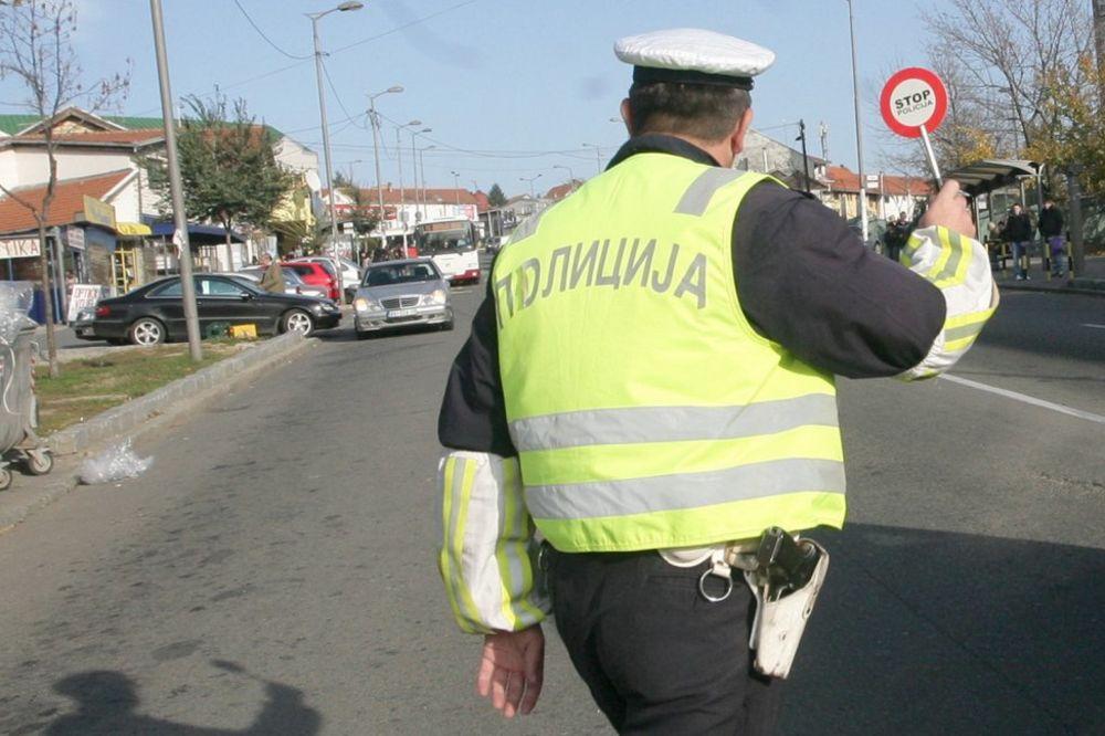 KRUŠEVAC: Pijani suvozač pretukao saobraćajca