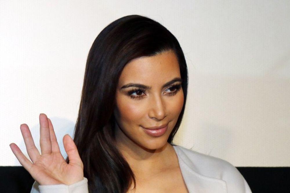 (VIDEO) SENČANJE: Naučite da se našminkate kao Kim Kardašijan!