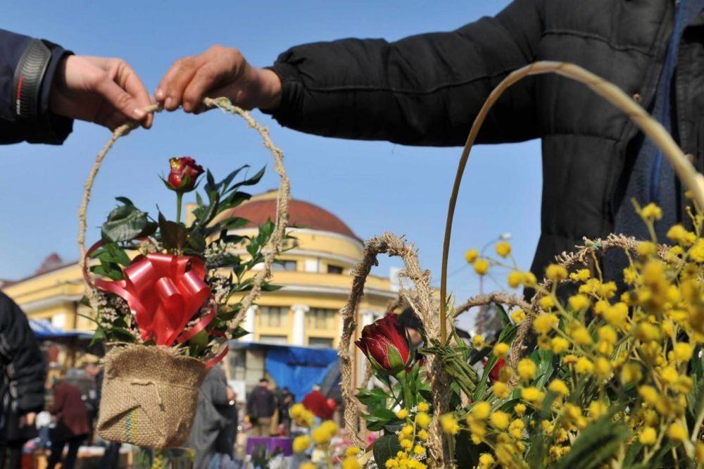OVAJDILI SE: U milanovačkoj bolnici i muškarci dobili poklon za 8. mart!