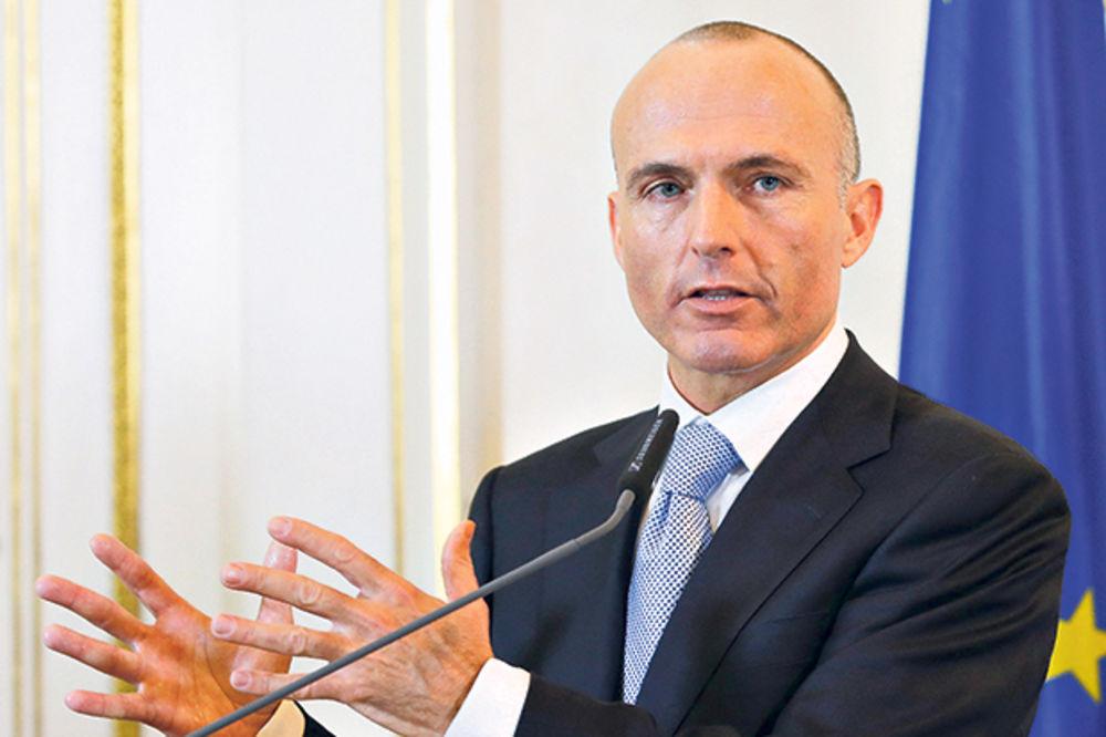 MINISTAR KLUG: Austrija dala četiri kasarne za smeštaj izbeglica