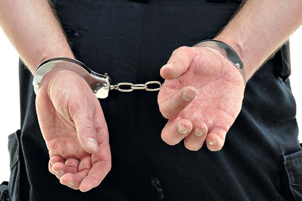 PROKUPLJE: Privedeni osumnjičeni za obijanje apoteke