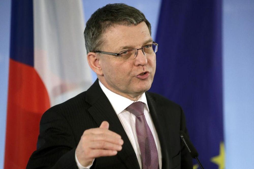 ČEŠKI MINISTAR UPOZORAVA: Balkan će pući ako se na njemu gomilaju izbeglice