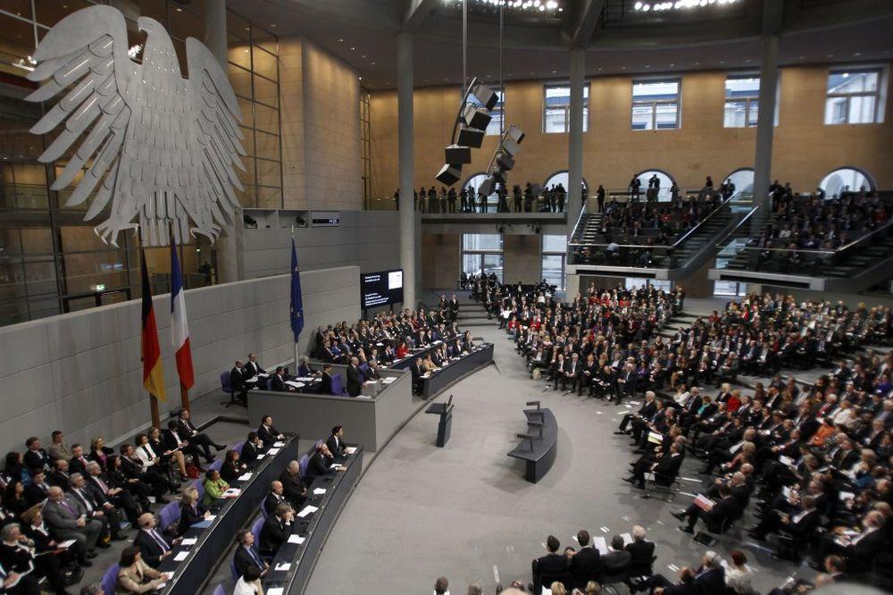 OPTUŽUJU RUSE: Nepoznati hakeri uništili IT mrežu Bundestaga