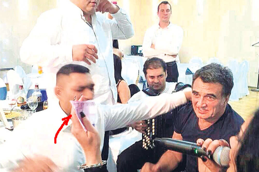 OČAJAN: Ćazim posle raskida leči tugu na romskim svadbama