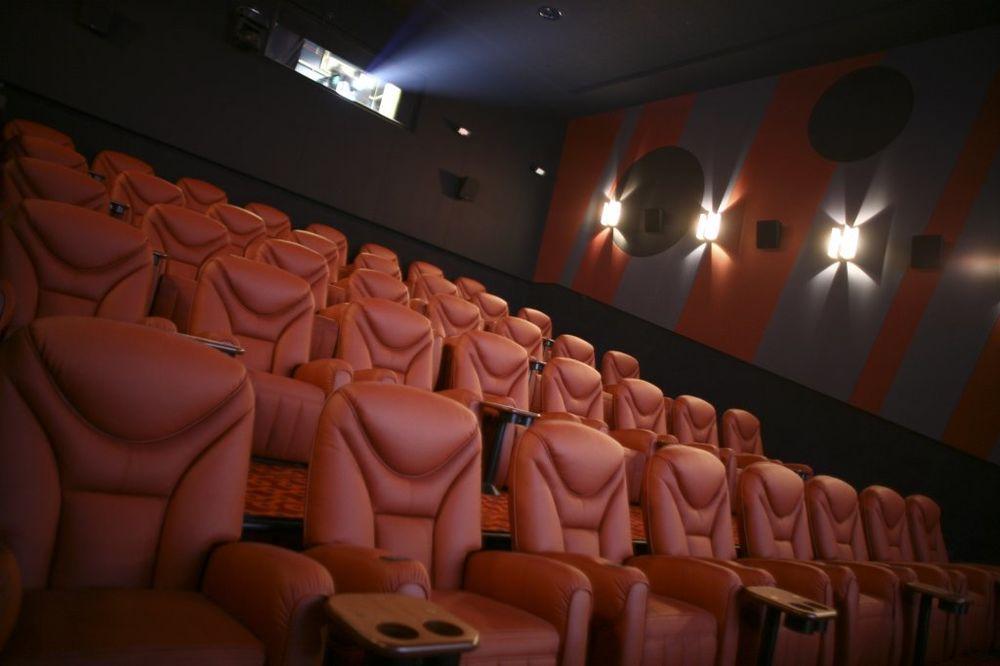 50 NIJANSI SMRADA: Zbog reakcije jedne žene na film, čitav bioskop evakuisan
