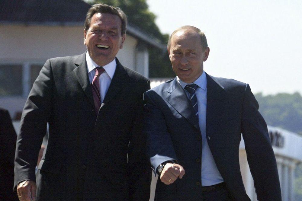 Prijatelji - Gerhard Šreder i Vladimir Putin                    Foto Reuters