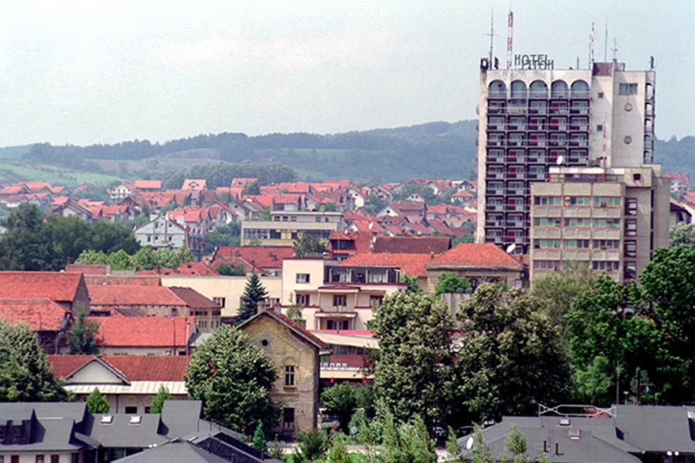 GORNJI MILANOVAC: Predsednik opštine ukinuo vozača i prodaje službenu vektru
