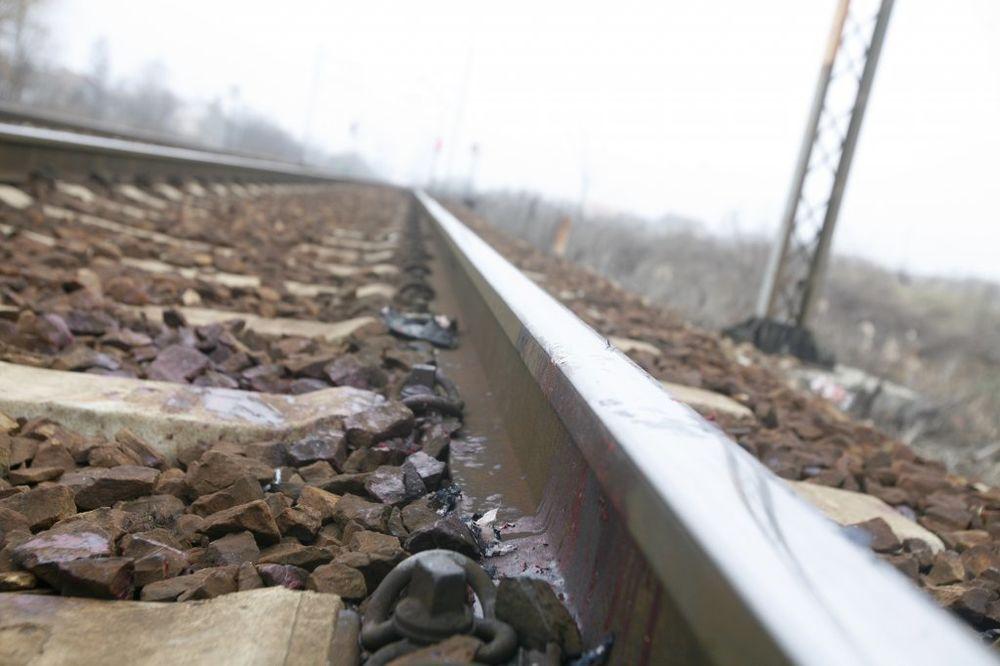 ISPAO IZ LOKOMOTIVE: Mašinovođa iz Doboja otvorio vrata dok je voz bio u pokretu
