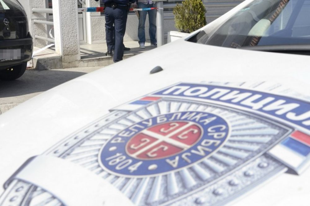 RADILI BAGERI UZ POLICIJSKO OBEZBEĐENJE: Srušen spomenik vladiki Nikolaju Velimiroviću u Šimanovcima