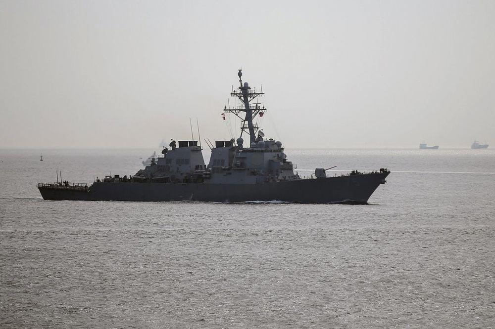 SUKOB U PERSIJSKOM ZALIVU: Američka ratna mornarica pucala na iranski brod!