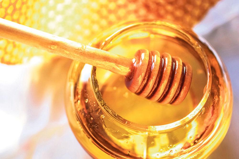 PRIRODNA KOZMETIKA: Medom do sjajne, mladolike kože