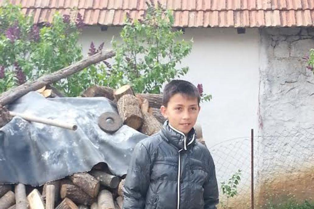 TEŠKA SUDBINA: Marku poginula cela porodica, rođak ga usvojio