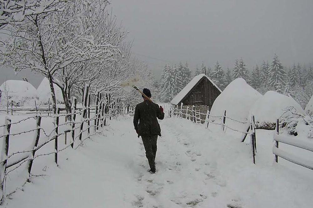 CRVENI ALARM ZA SRBIJU: Noćas stiže sneg, olujni vetrovi 100 na sat i ledena kiša
