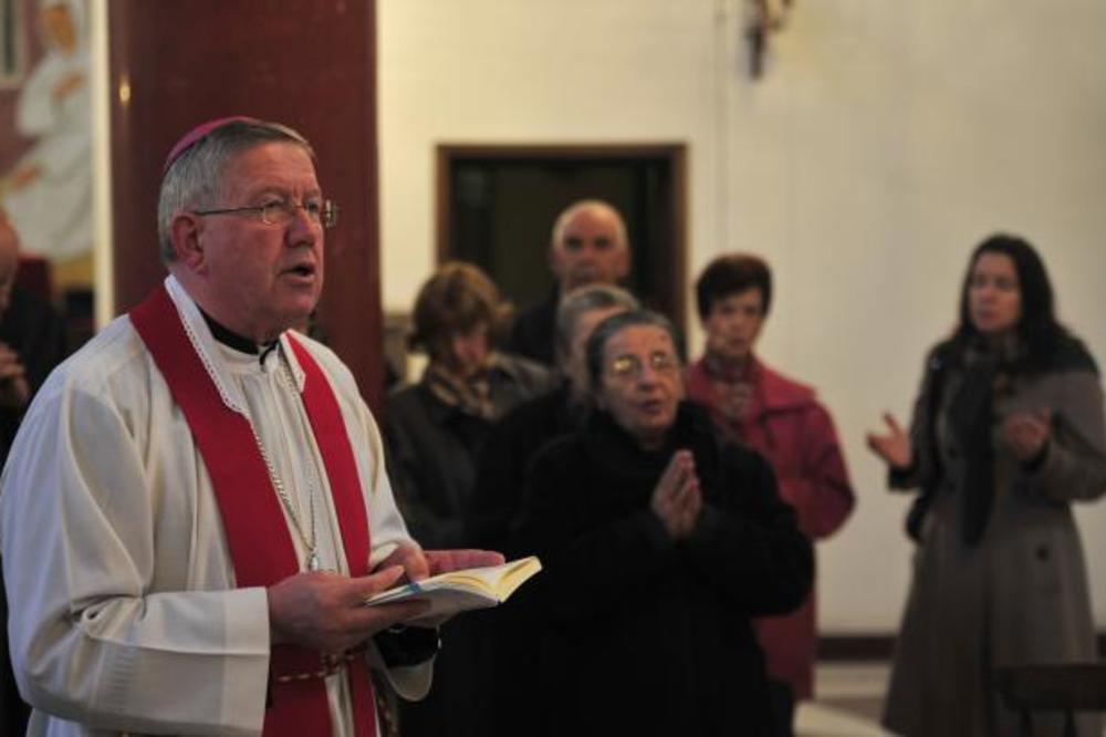 VELIKI PETAK: Nadbiskup Hočevar predvodio bogosluženje