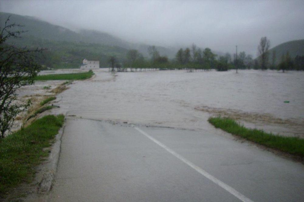 REKA TOPLICA POČELA DA SE IZLIVA: Kuršumliji preti poplava zbog neprestane kiše