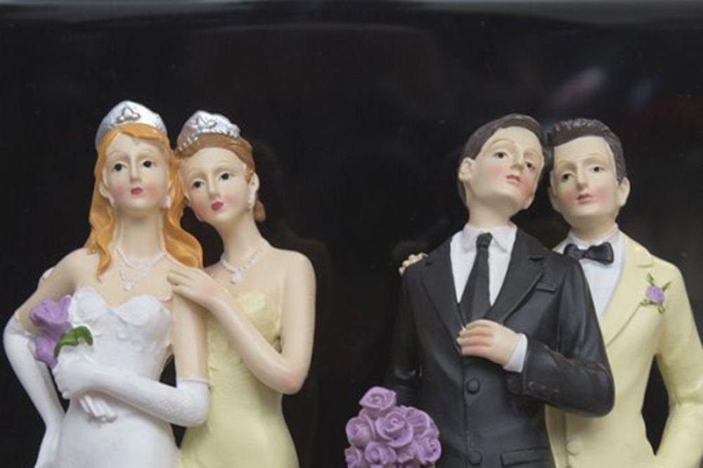 ISTORIJSKA DOKUMENTA OTKRIVAJU ŠOKANTNU ISTINU Crkva nije uvek bila protiv gej brakova! Baš suprotno