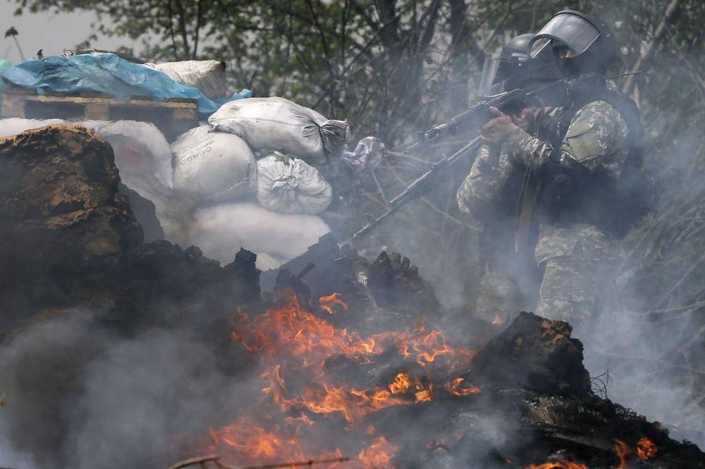 EKSPLOZIJE KOD MARIUPOLJA: Zapaljen ukrajinski kontrolni punkt