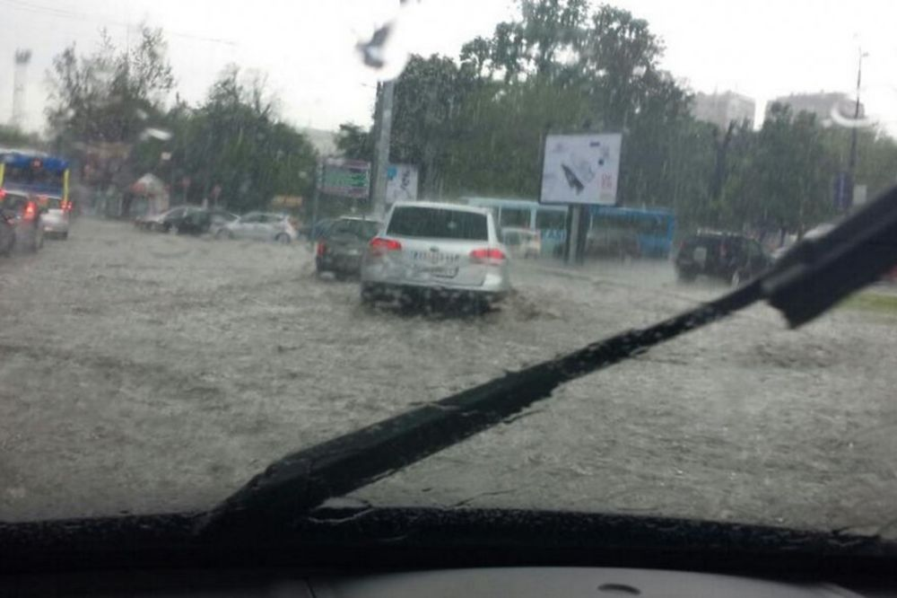 HAOS U BEOGRADU: Tramvaji ne idu na Autokomandu zbog poplave!