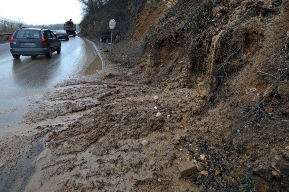 VOZITE PAŽLJIVO: Večeras moguća poledica, oprez i zbog poplava i odrona