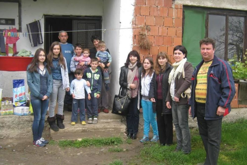 Blački osnovci obradovali Vasilijeviće sa petoro dece