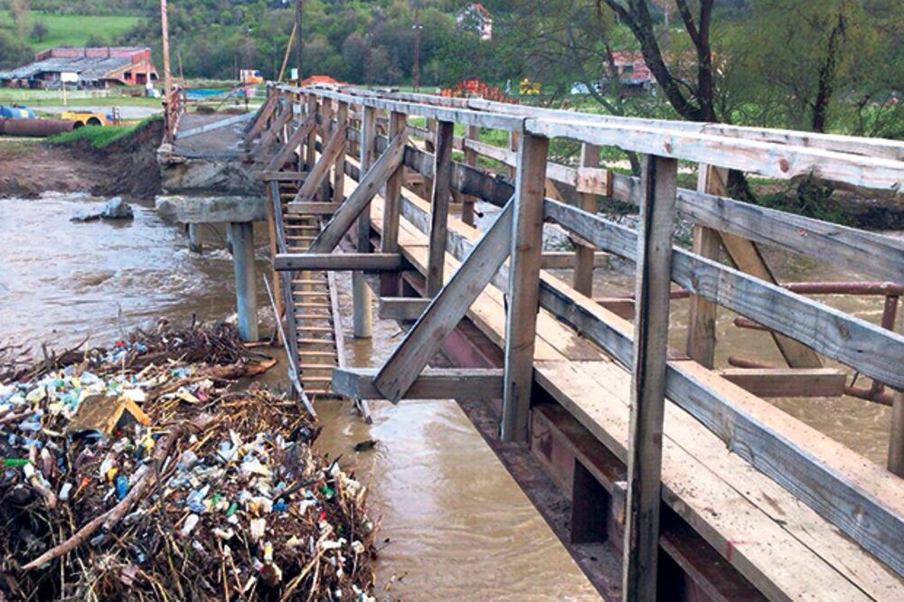 Ibar odneo most i poplavio Leposavić