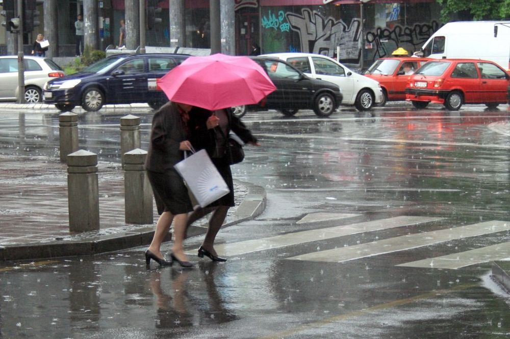 SRBIJI PRETI NEVREME: Pad temperature, obilne padavine uz grmljavinu