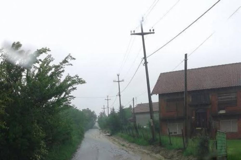 PRORADILO KLIZIŠTE: Ugrožene kuće u Maloj Moštanici, niko neće u prihvatilište