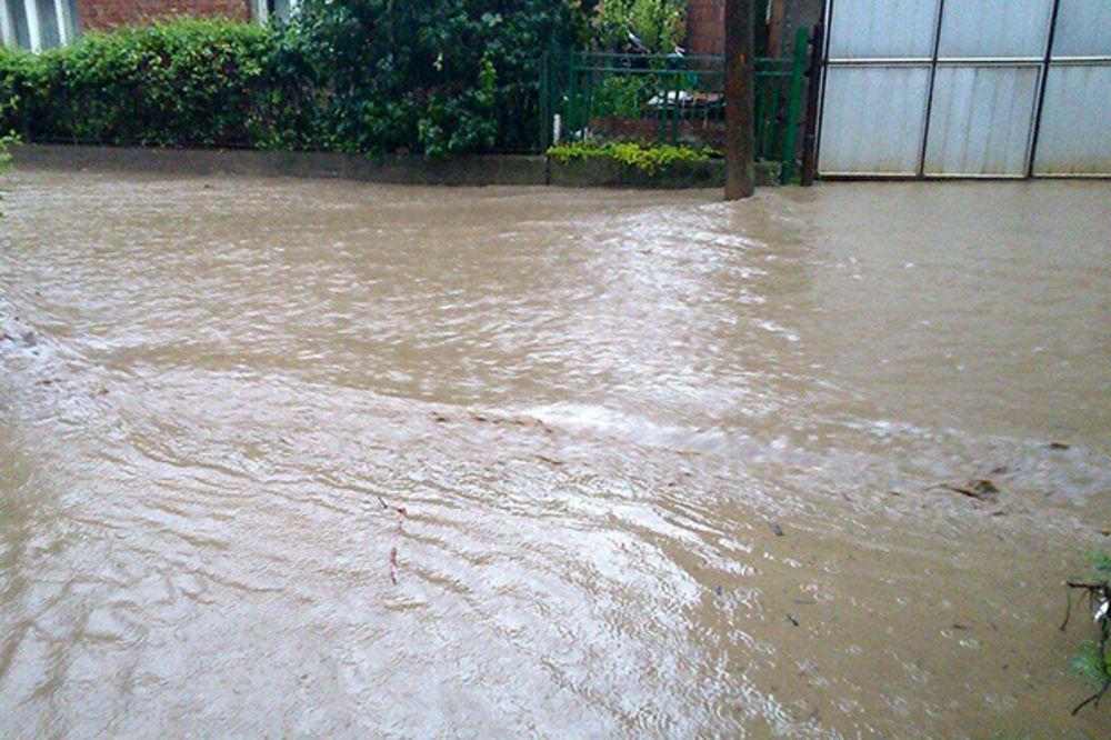 MAJ. 2014 GOD. Veliko-selo-poplava-vanredno-stanje-beograd-foto-citaoci-reporteri-web-kuri-1400094159-496453