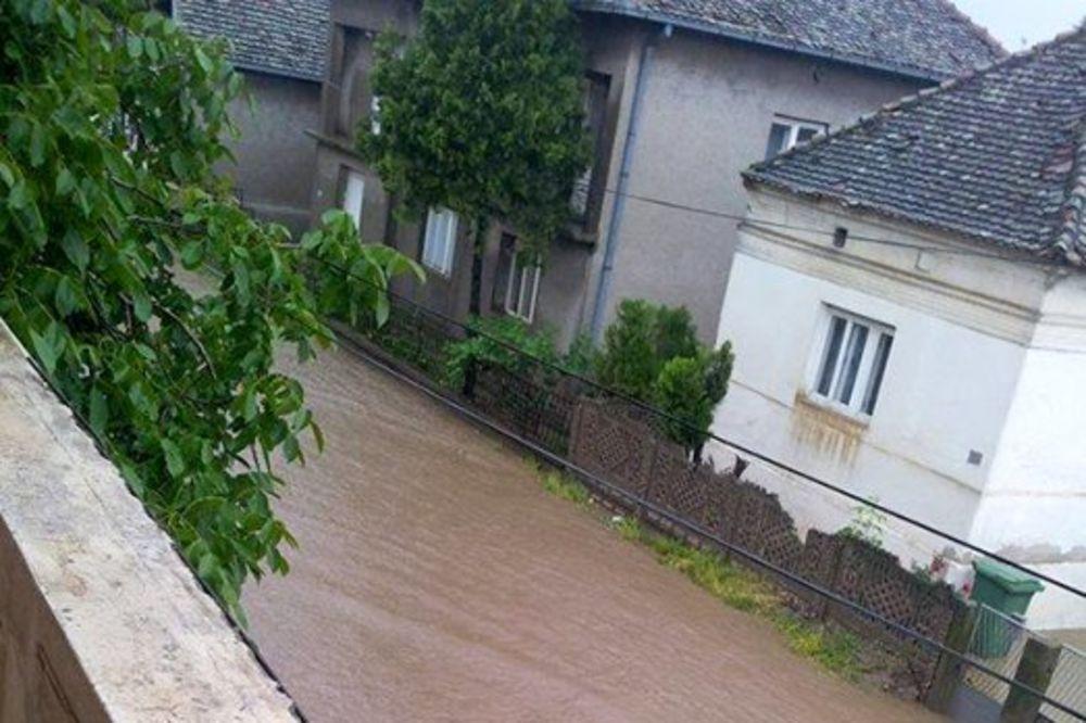MAJ. 2014 GOD. Veliko-selo-poplava-vanredno-stanje-beograd-foto-citaoci-reporteri-web-kuri-1400094183-496461