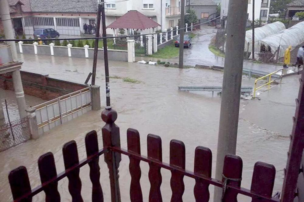 MAJ. 2014 GOD. Veliko-selo-poplava-vanredno-stanje-beograd-foto-citaoci-reporteri-web-kuri-1400094159-496467