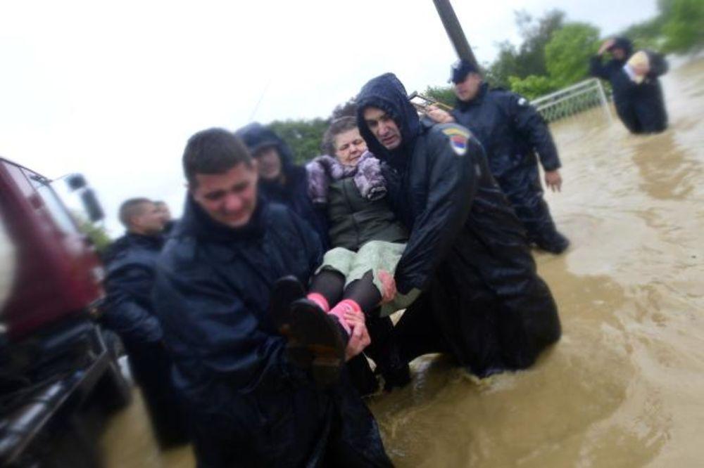 MAJ. 2014 GOD. Evakuacija-kolubara-veliki-crljeni-foto-tanjug-glavna-1400160934-497025