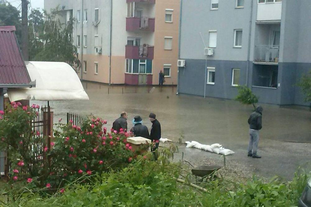 MAJ. 2014 GOD. Naselje-senjak-obrenovac-poplava-foto-facebook-1400164175-497085