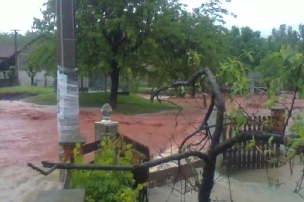 MAJ. 2014 GOD. Poplave-u-paracinu-1400193172-497491