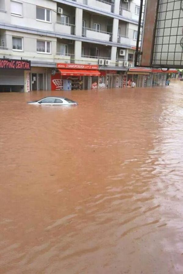 MAJ. 2014 GOD. Poplave-u-paracinu-1400193172-497493