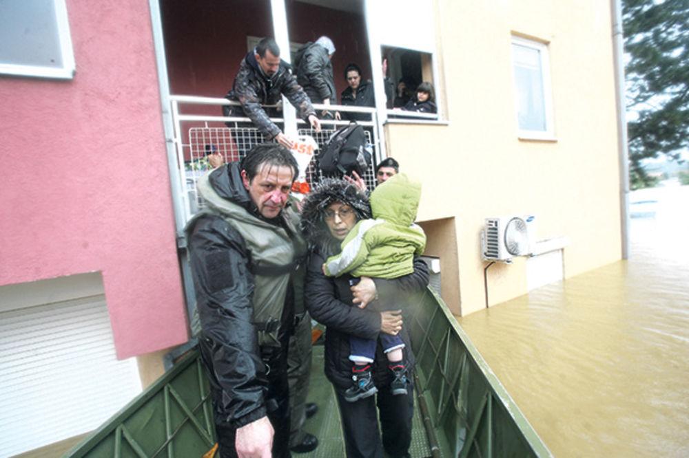 MAJ. 2014 GOD. Poplave-voda-ugrozeni-bratislav-gasic-1400273638-498037