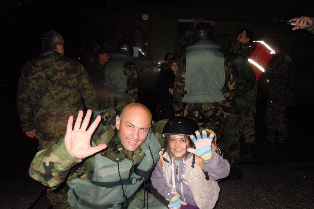 MAJ. 2014 GOD. Vojska-batajnica-evakuisani-foto-mo-1400283567-498269