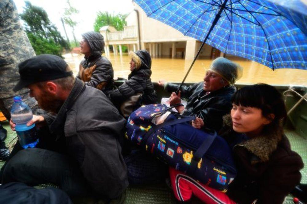 obrenovac-poplave-evakuacija-foto-tanjug-1400311633-498321.jpg