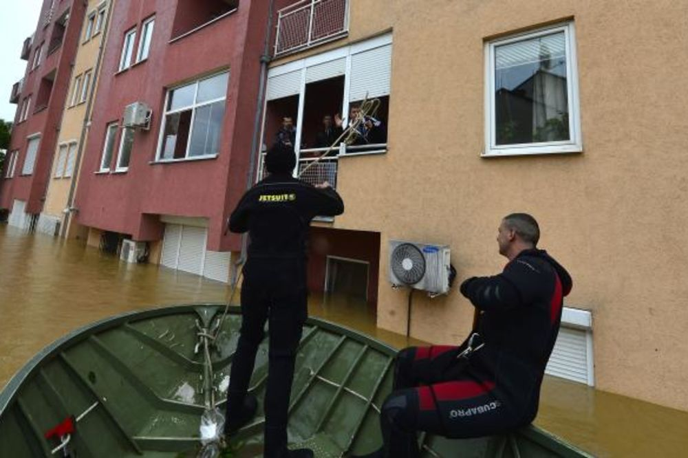 obrenovac-poplave-evakuacija-foto-tanjug-1400311633-498325.jpg