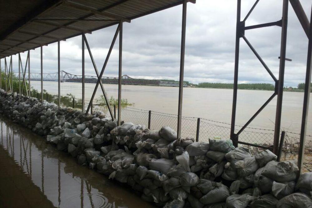 MAJ. 2014 GOD. Poplavapoplave-sabac-dzakovi-nasip-foto-zorana-jevtic-1400330428-498487