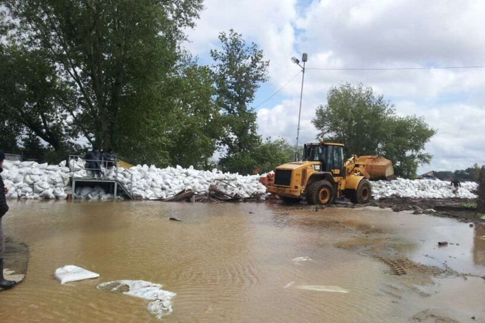 MAJ. 2014 GOD. Poplavapoplave-sabac-dzakovi-nasip-foto-zorana-jevtic-1400330428-498495