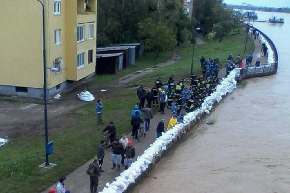 MAJ. 2014 GOD. Sremska-mitrovica-evakuacija-foto-twitter-queensonyk-1400338573-498647