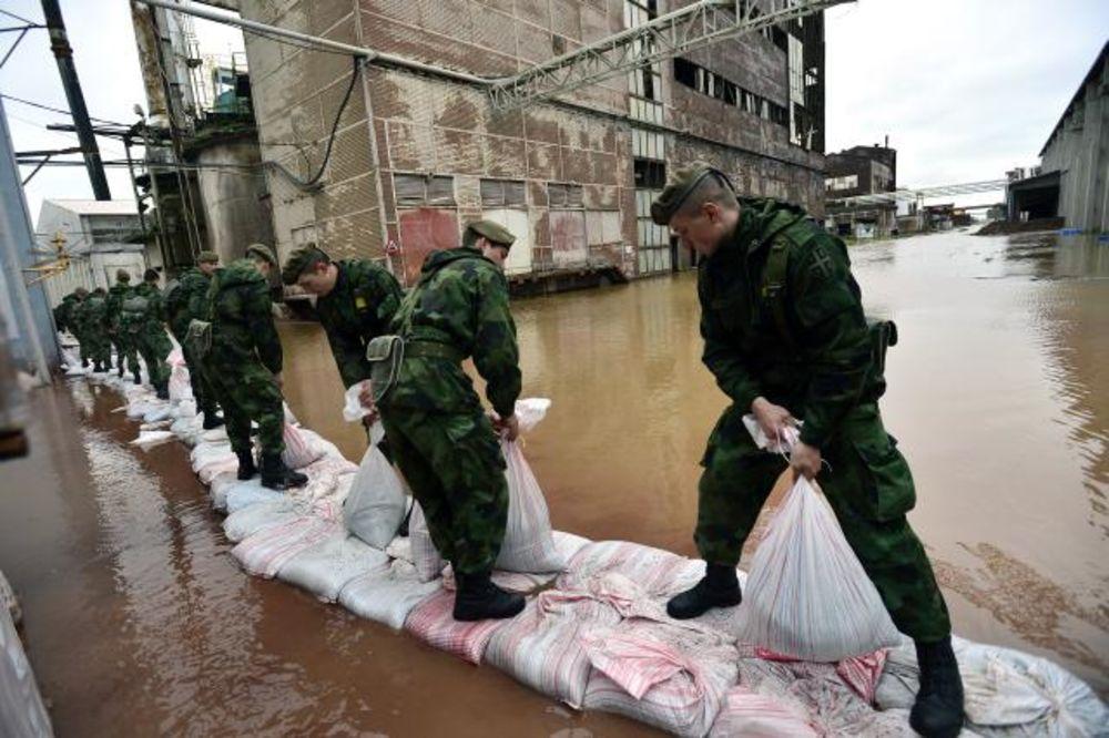MAJ. 2014 GOD. Vojska-srbije-pomoc-poplavljenim-1400364965-499047